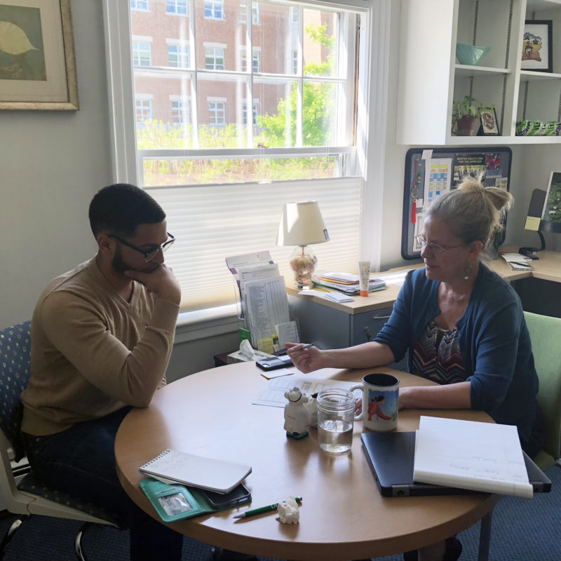 Freshman Daniel Inoa discusses what pre-med classes to take at Dartmouth with his advisor Sarah Berger.
