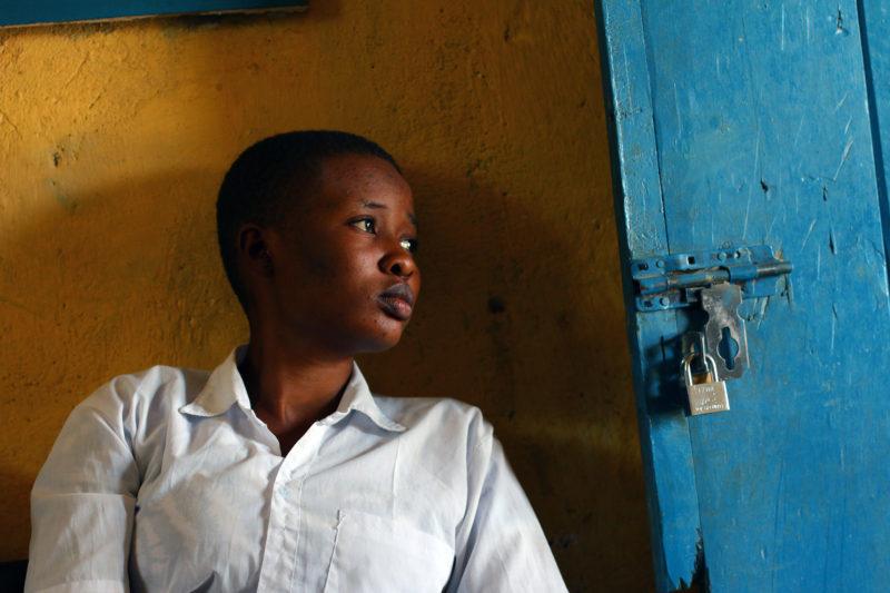 Marie Jeserine está en su tercer año en la Escuela Secundaria de Refugiados Kakuma.  Camina 50 minutos cada día para llegar al campus y dice que a menudo le cuesta concentrarse en sus aulas abarrotadas.
