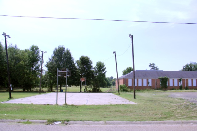 A neighborhood basketball court in rural Ruleville, Mississippi in the Mississippi Delta. (Photo: Jackie Mader/The Hechinger Report)