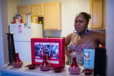 Dwana Harris cleaned up her diet and cut back on soda as a result of her participation in a doula and home visiting program run by the Ounce of Prevention Fund. (Photo by Kim Palmer)