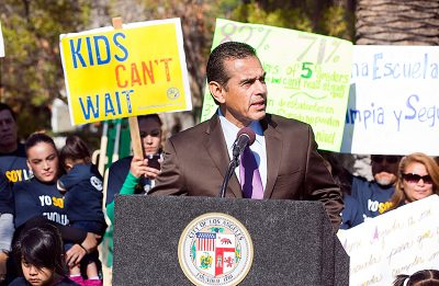"Los Angeles Mayor Antonio Villaraigosa on Tuesday morning urged the Los Angeles Unified School District Board of Education to approve the ""parent trigger"" push to convert 24th Street Elementary into a charter school. The board unanimously approved the parents' ""restart model"" on Tuesday afternoon.  (Photo by Colin Young-Wolff / Courtesy Parent Revolution)"
